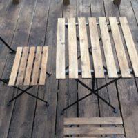 木の机と椅子