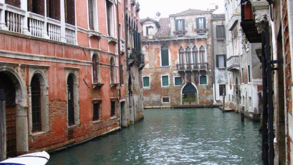 ベネチアの水路