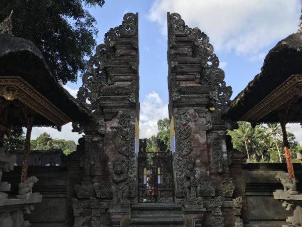 バリ島の割れ門