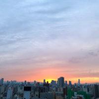 ビル群からの朝日 1
