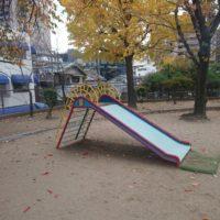 小さな子供向けの滑り台