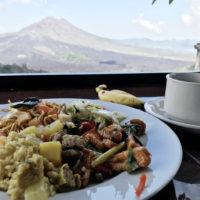 バトゥール山での食事 1