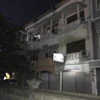 暗がりのアパートメント