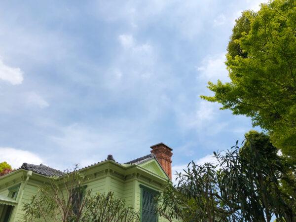 萌黄の館と空と緑