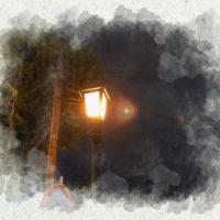 夜の点灯している街灯 1
