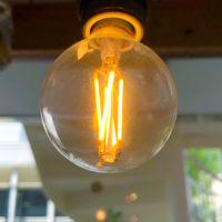 光っている電球 1