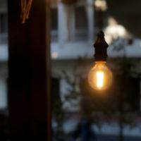 光っている電球 2