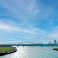 河沿いの橋の下の公園 2