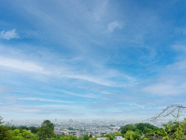 緑と空と街並み 2